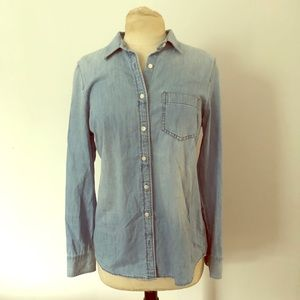 "🥂J.Crew ""perfect fit"" chambray button down S"